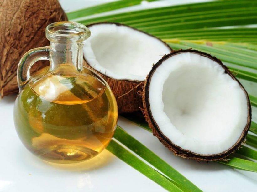 Borsta tänderna med kokos har flera gynnsamma effekter på munnen.