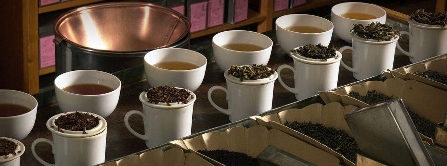 Har du börjat få gula tänder av att dricka te? Du kan vara lugn, vi har ett par tips som kommer hjälpa dig på traven.