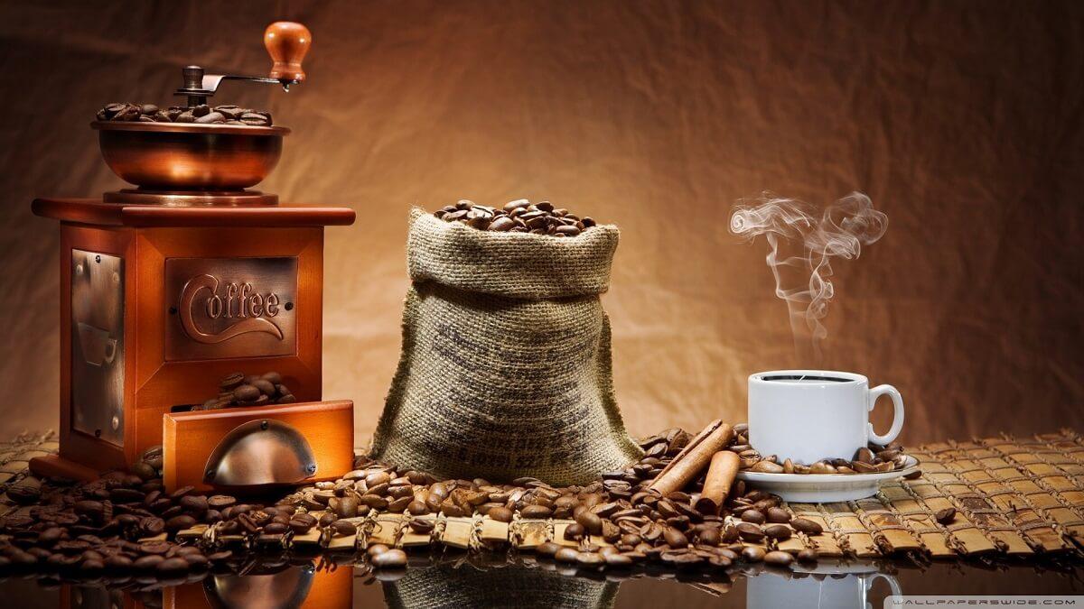 Låt oss presentera våra vassaste tips på hur du kan minska kaffets åverkan på dina tänder.