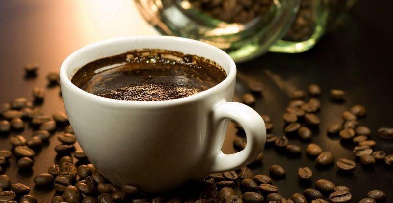 Låt oss presentera våra top tips för att slippa missfärgade tänder av kaffe.